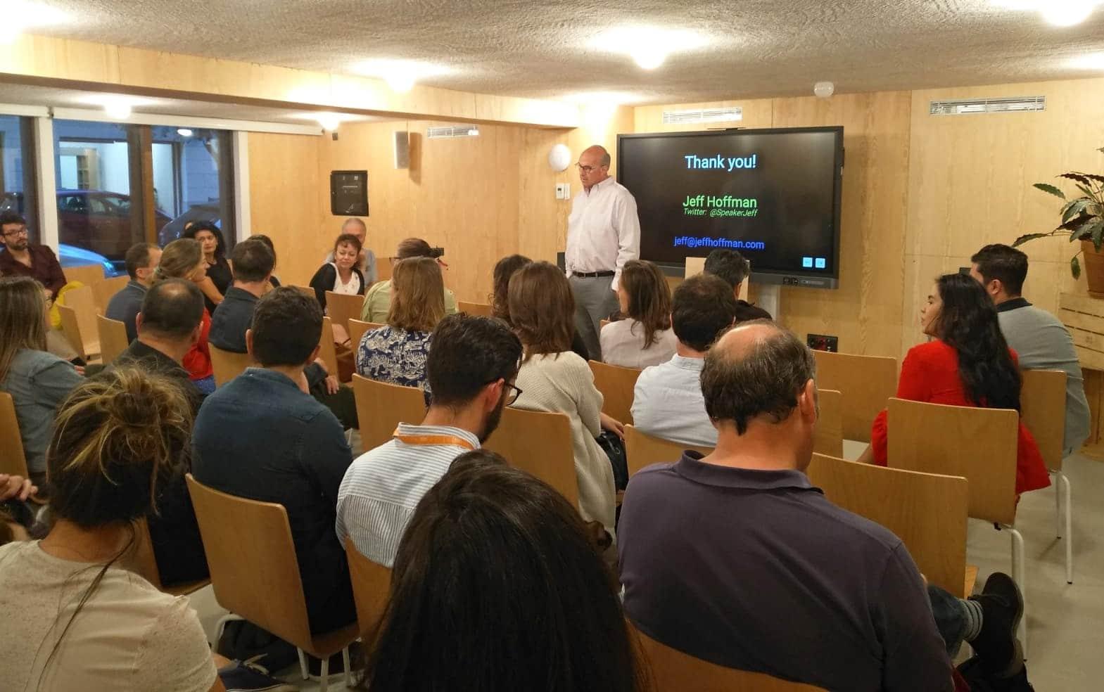 Jeff Hoffman en un encuentro sobre innovación y cómo inspirarla