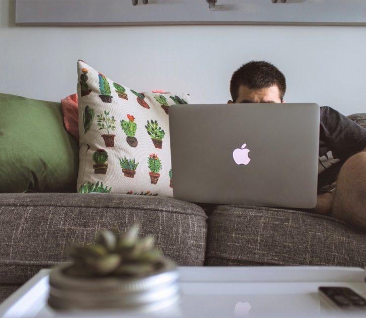 Trabajo donde quiero: 6 realidades del teletrabajo que te harán añorar la oficina... algunos días