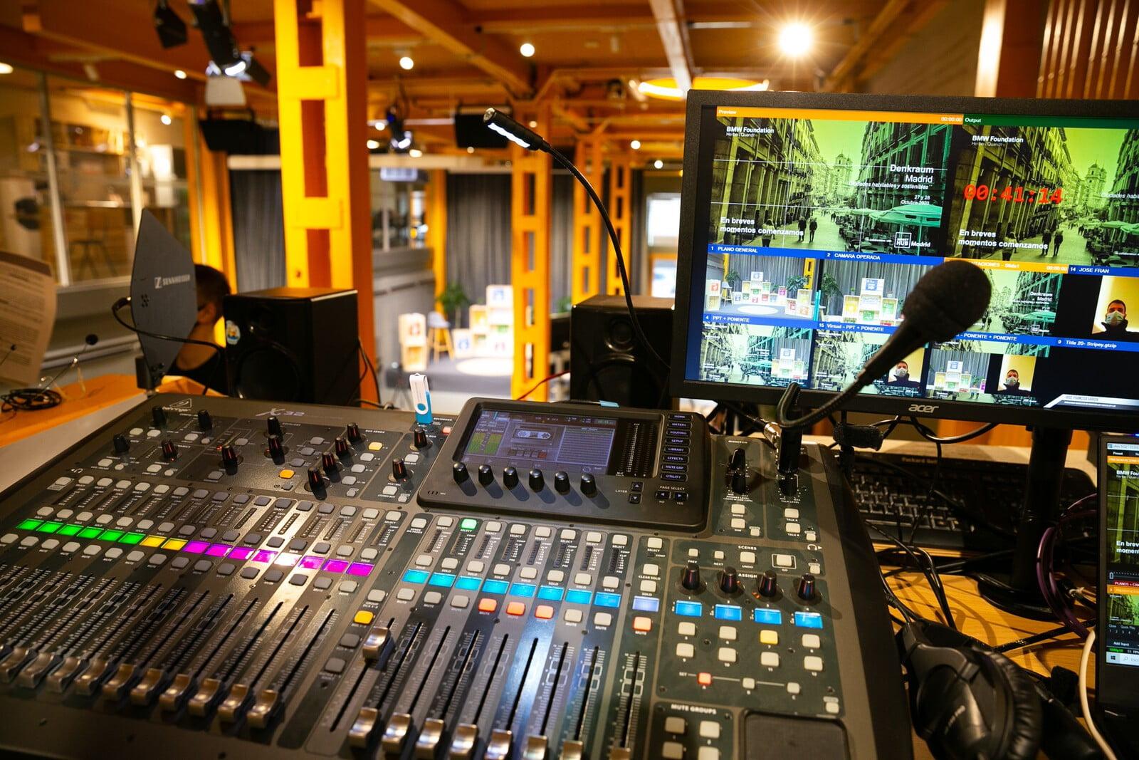 Salas para eventos híbridos - Control de sonido